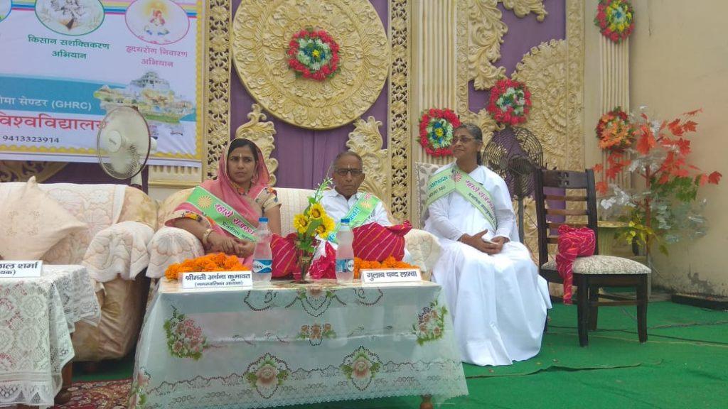 08-09-2019,जयपुर से बीकानेर अभियान चौमूं में अभियान यात्रियों का क्लास के बाद फूल मालाओं व साफा पहनाकर स्वागत किया।