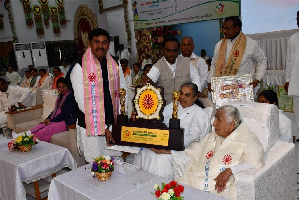 Abu Road - पर्यावरण संरक्षण के लिए पर्यावरण मित्र अवार्ड समारोह - राजस्थान सरकार के खाद्यमंत्री रमेश मीणा ने किया संबोंधित
